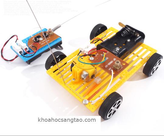 otodieukhientuxanhua 1 Ô tô nhựa điều khiển từ xa