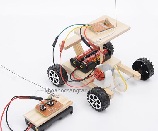 xeotodieukhientuxago 1 Ô tô gỗ điều khiển từ xa